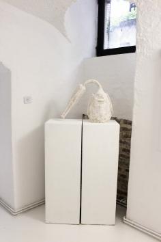 IVAN LARDSCHNEIDER 'Schwerer Kopf', limewood, 50cm x 50cm x 20cm, 2017